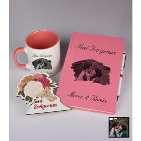 Sevgililer Gününe Özel Kişiye Özel Karikatür Fotoğraflı Defter Kalem Kart Kupa Seti 93332
