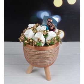 eJOYA Kişiye Özel Fotoğraflı Modern Saksıda Beyaz Güller Aranjmanı 98168